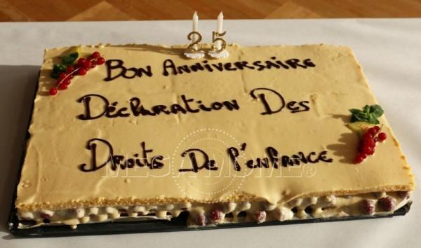 """Ce jour là Mega Mome a été invité à jouer son spectacle """"Droits Devant"""" pour l'anniversaire de la signature de la convention des droits de l'enfant."""