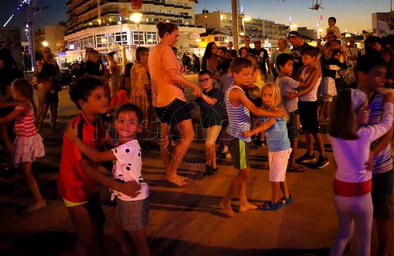 Le bal des enfants de Mega Mome en bord de Mer pour les festivités de l'été sur la côte d'azur. Une soirée dédiée aux enfants totalement réussie