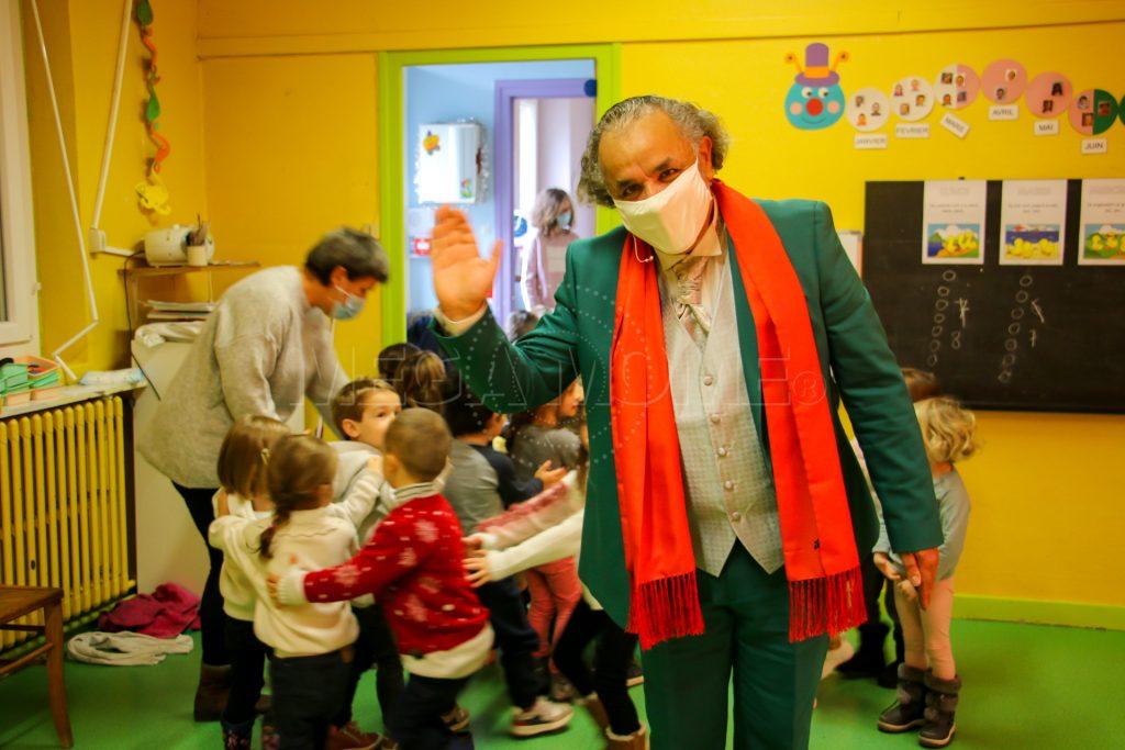 Spectacle de Noël_Le Messager du Père Noël_Par Mega Mome_Jeune Public