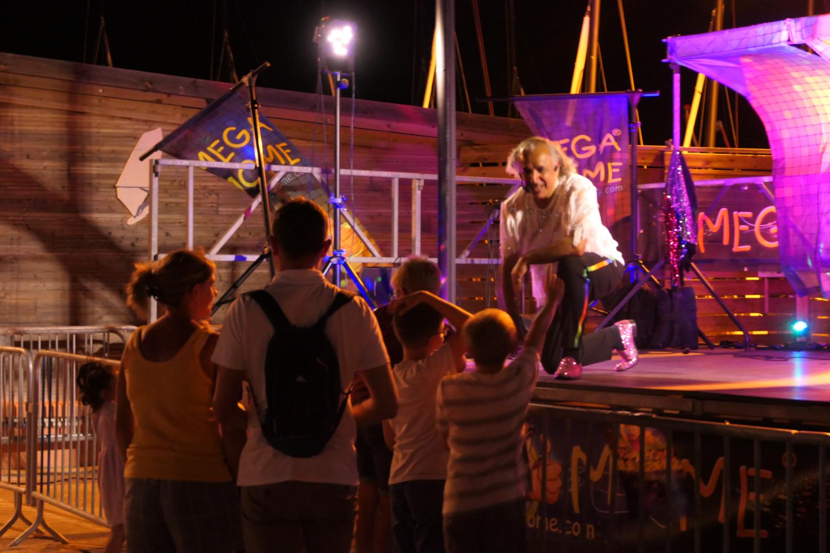 Mega Mome Été 2021 Un Bal pour Enfants en bord de plage, une soirée exceptionnelle pour le plus grand bonheur des enfants et des familles.