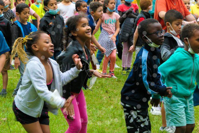 Le bonheur d'un superbe spectacle pour enfants avec Mega Mome et son spectacle musical interactif pour le jeune public avec Mega Mome et son spectacle musical interactif 'Le Chanteur Activant'